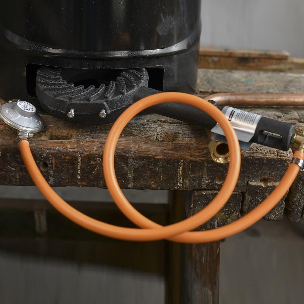 Gázzsámoly és nyomáscsökkentő tömlővel (OPCIONÁLIS)